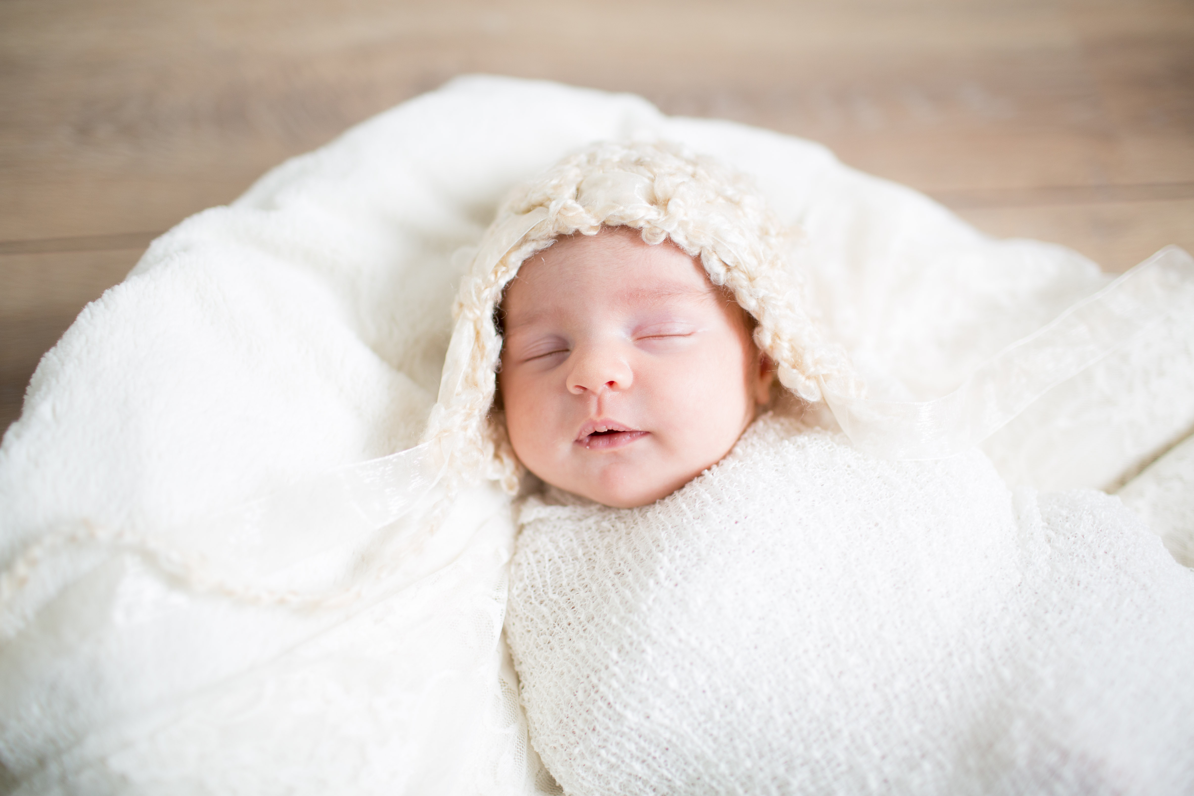 Bebê newborn de touquinha